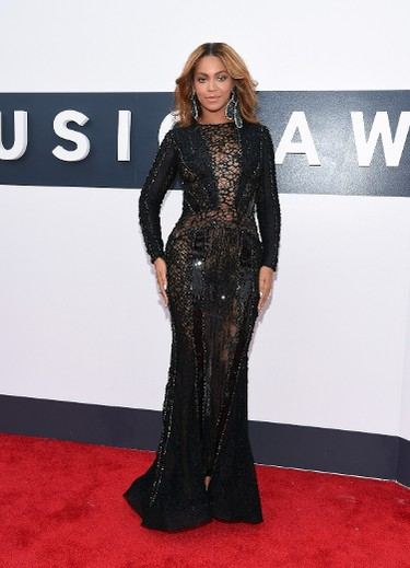 """BEST: Beyonce in Nicolas Jebran. We might've liked to see a brigter colour from Queen Bey, but the subtle, shiny details and intricate cut-outs are still a hit. #BowDown. (Larry Busacca/AFP)  PDRTJS_settings_7794865 = { """"id"""" : """"7794865"""", """"unique_id"""" : """"default"""", """"title"""" : """""""", """"permalink"""" : """""""" }; (function(d,c,j){if(!document.getElementById(j)){var pd=d.createElement(c),s;pd.id=j;pd.src=('https:'==document.location.protocol)?'https://polldaddy.com/js/rating/rating.js':'http://i0.poll.fm/js/rating/rating.js';s=document.getElementsByTagName(c)[0];s.parentNode.insertBefore(pd,s);}}(document,'script','pd-rating-js'));"""