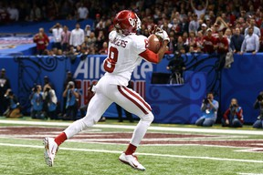 Jalen Saunders #8 of the Oklahoma Sooners catches a touchdown pass against the Alabama Crimson Tide. (Streeter Lecka/Getty Images/AFP)