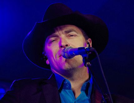 Country music sensation George Canyon sang at the Morden Corn and Apple Festival on August 23, 2014. (ALEXIS STOCKFORD/MORDEN TIMES)