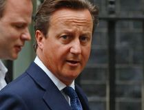 Britain's Prime Minister David Cameron walks to Parliament after leaving Number 10 Downing Street in London September 1, 2014. Cameron will announce new laws on Monday to try to stop radicalised Britons returning from Syria and Iraq launching attacks on British soil, after a video purportedly showed a London-accented man beheading a U.S. journalist. (REUTERS/Luke MacGregor)