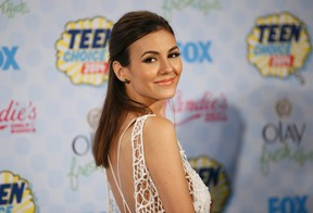 Victoria Justice poses backstage during  the Teen Choice Awards 2014 in Los Angeles, California August 10, 2014.  REUTERS/Danny Moloshok