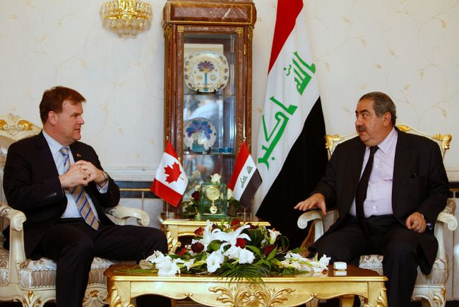 Canadian Foreign Minister John Baird, left, meets with Iraqi Foreign Minister Hoshyar Zebari in Baghdad on September 3, 2014. (REUTERS/Ahmed Saad)