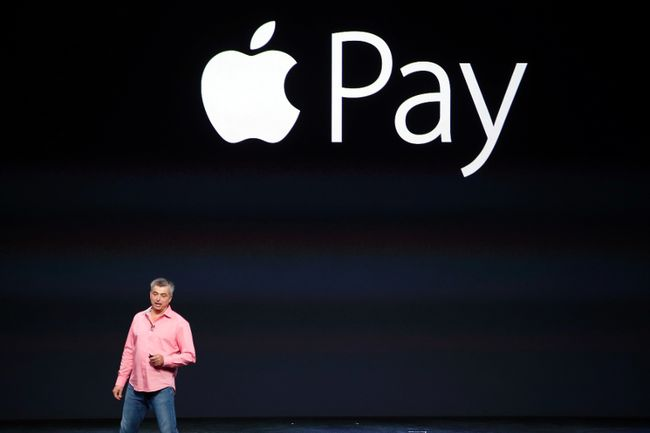 Eddy Cue, Apple's senior vice president of Internet Software and Service, introduces Apple Pay during an Apple event at the Flint Center in Cupertino, Califo., September 9, 2014. REUTERS/Stephen Lam