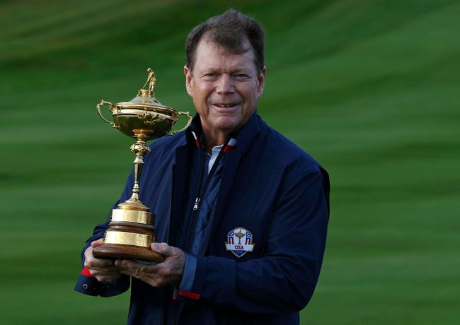 U.S. captain Tom Watson holds the Ryder Cup at Gleneagles in Scotland on Tuesday, Sept. 23, 2014. (Russell Cheyne/Reuters)