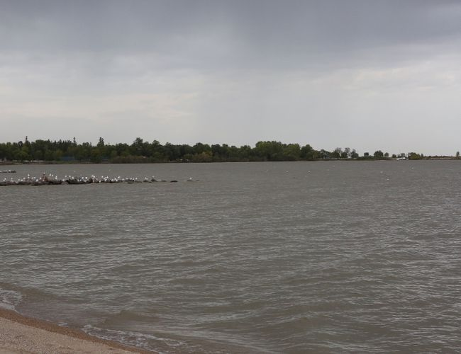 Lake Winnipeg water could rise 5ft or more, province warns Sept. 15. (File photo)