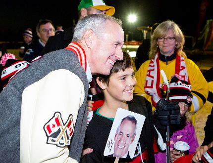 Canadian icon Ron MacLean visits with hockey fans while in Selkirk for the Rogers Hometown Hockey Tour. (Brook Jones/Selkirk Journal/QMI Agency)