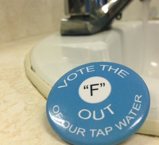 A button that was handed out by opponents of water fluoridation in Owen Sound before the city clerk's office advised Fluoridation Free Owen Sound that the Municipal Elections Act requires groups to register at city hall in order to spend money on a campaign to encourage people to vote yes or no to a plebiscite. DENIS LANGLOIS PHOTO