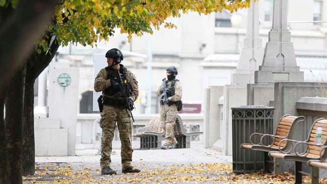 Police officers stand guard near the National War Memorial in downtown Ottawa October 23, 2014.  REUTERS/Blair Gable