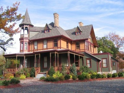 """Victorian Killing Estate: """"Originally constructed in the mid-1880s by wealthy brick magnate Balthasar Kreischer, this home is all that's left of the Kreischer legacy,"""" says the editors at TopTenRealEstateDeals.com. """"The second home mysteriously burned down during the Great Depression. The brick factory, which the sons inherited after their father passed away just one year following the construction of the homes, burned down as well. The sons rebuilt but the factory never regained its original glory and the family fortune dwindled. Balthasar's son, Edward, distraught with the losses, killed himself, and his wife allegedly did the same. Their spirits are said to be the ghostly couple that reportedly wanders the grounds to this very day."""" The home is listed at $12 million. (Courtesy TopTenRealEstateDeals.com)"""