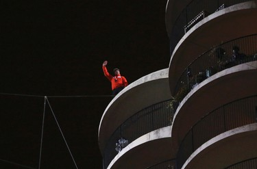Daredevil Nik Wallenda waves after completing his blindfolded walk along a tightrope between two skyscrapers suspended 500 feet  above the Chicago River in Chicago, Illinois, November 2, 2014.    REUTERS/John Gress