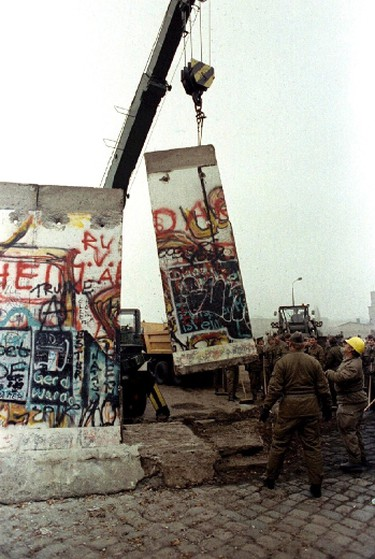 A slab of the Berlin Wall is lifted by an East German crane at Potsdamer Platz as they make way for another border crossing in Berlin, in this file picture taken November 12, 1989. (REUTERS/Pat Benic/Files)
