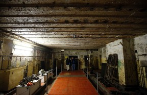 """A general view shows a room of a bunker used after 1945 till 1994 by the Soviet army as the so-called """"RANET"""" communications room in Wuensdorf, south of Berlin August 30, 2014.  REUTERS/Fabrizio Bensch"""