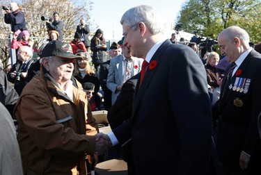 Prime Minister Stephen Harper and Minister of Veterans Affairs Julian Fantino greet the crowd during Remembrance Day ceremonies at the National War Memorial in Ottawa November 11, 2014. REUTERS/Chris Wattie (CANADA  - Tags: POLITICS MILITARY ANNIVERSARY)