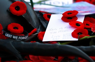 Poppies, notes, and mementoes are placed on the Tomb of the Unknown Soldier following Remembrance Day ceremonies at the National War Memorial in Ottawa November 11, 2014.   REUTERS/Blair Gable   (CANADA - Tags: POLITICS MILITARY ANNIVERSARY CONFLICT)