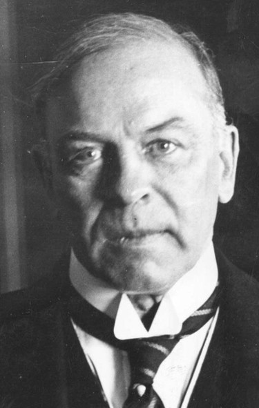 1. Prime Minister: William Lyon Mackenzie King (3 separate terms). Took office: Sept. 25, 1926. Ended office: Nov. 14, 1948. Days: 7,837. Harper to tie: July 23, 2027.