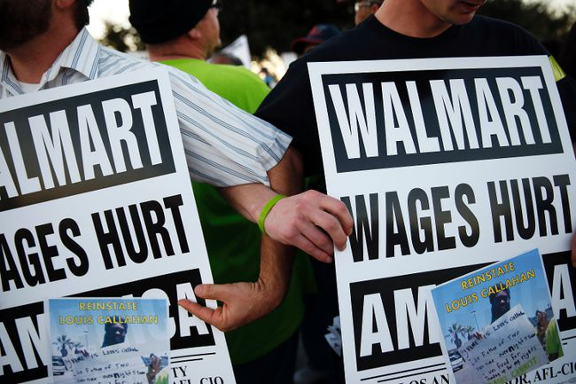 Demonstrators link arms as they block the street during a protest for better wages and working conditions outside a WalMart during Black Friday in San Leandro, Calif., Nov. 29, 2013. (STEPHEN LAM/Reuters)