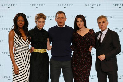 """Actors Naomie Harris, Lea Seydoux, Daniel Craig, Monica Bellucci and Christoph Waltz (L-R) pose on stage during an event to mark the start of production for the new James Bond film """"Spectre"""", at Pinewood Studios in Iver Heath, southern England December 4, 2014.  REUTERS/Stefan Wermuth"""