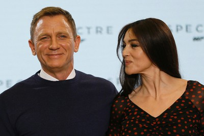 """Actors Daniel Craig (L) and Monica Bellucci pose on stage during an event to mark the start of production for the new James Bond film """"Spectre"""", at Pinewood Studios in Iver Heath, southern England December 4, 2014.  REUTERS/Stefan Wermuth"""