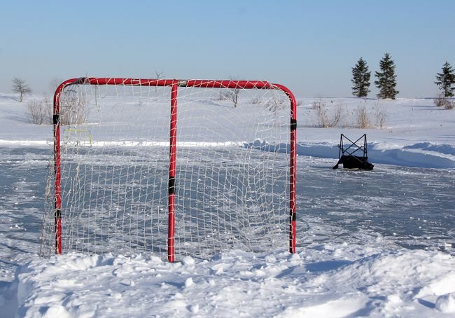 A pristine pond hockey rink in Heritage Park sits abandoned on Friday afternoon. (SHAUN BISSON/QMI AGENCY)