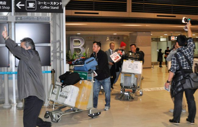 Passengers on an American Airlines flight that left South Korea's Incheon International Airport bound for Dallas in the United States, arrive after it made an emergency landing at Narita international airport, east of Tokyo, in this photo taken by Kyodo on December 17, 2014. (REUTERS/Kyodo)