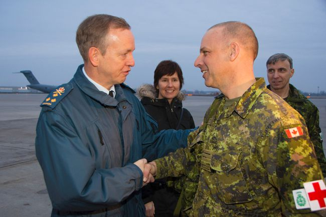 Lieutenant-General David Millar (left), Chief of Military Personnel, sends off Lieutenant-Colonel Gary O'Neil (right), Task Force Commander, as he prepares to depart on a specialized healthcare mission to support the international health community in the fight against Ebola. (MCpl Roy MacLellan, 8 Wing Imaging)