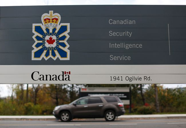 A vehicle passes a sign outside the Canadian Security Intelligence Service (CSIS) headquarters in Ottawa November 5, 2014. (REUTERS/Chris Wattie)