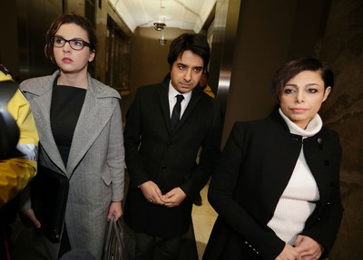 Jiam Ghomeshi arrives with his lawyers at College Park courts  on Thursday January 8, 2015. Craig Robertson/Toronto Sun/QMI Agency