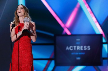 """Actress Emily Blunt accepts the award for best actress in an action movie for """"Edge of Tomorrow"""" during the 20th Annual Critics' Choice Movie Awards in Los Angeles, California January 15, 2015.    REUTERS/Mario Anzuoni"""