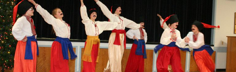 The upper level Veselka dancers performed a Cossack dance - usually done by male dancers, but the ladies did a great job of showing the energetic and athletic moves traditionally done as part of the dance.