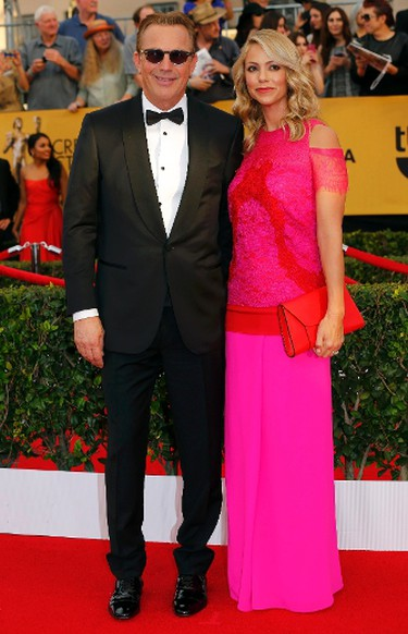 Actor Kevin Costner with wife, Christine Baumgartner, arrive at the 21st annual Screen Actors Guild Awards in Los Angeles, California January 25, 2015.  REUTERS/Mike Blake