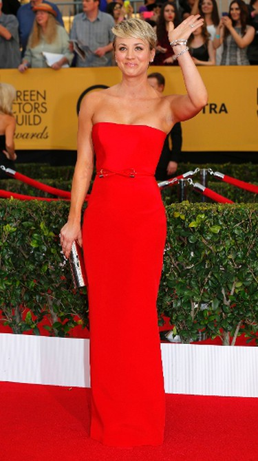 """Actress Kaley Cuoco-Sweeting of the CBS series """"The Big Bang Theory"""" poses on arrival at the 21st annual Screen Actors Guild Awards in Los Angeles, California January 25, 2015.  REUTERS/Mike Blake"""