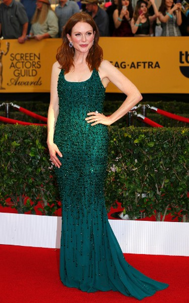 """Actress Julianne Moore of the film """"Still Alice"""" poses on arrival at the 21st annual Screen Actors Guild Awards in Los Angeles, California January 25, 2015.  REUTERS/Mike Blake"""