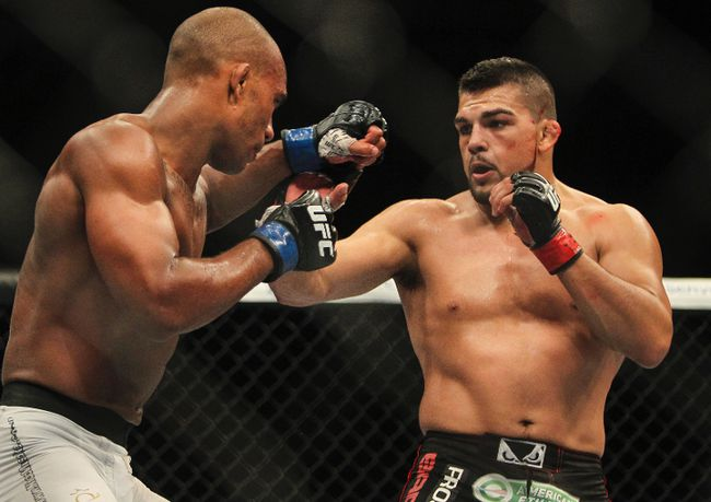 Kelvin Gastelum (red gloves) fights Nico Musoke (blue gloves) in a Welterweight bout at UFC Fight Night 43 at AT&T Center on June 28, 2014. (Troy Taormina/USA TODAY Sports)