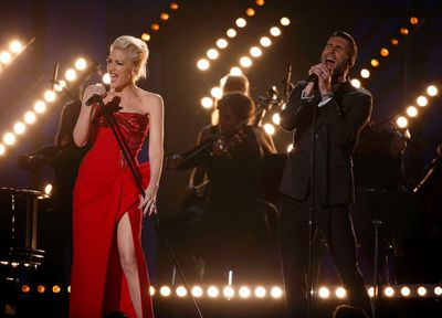 """Gwen Stefani and Adam Levine perform """"My Heart is Open"""" at the 57th annual Grammy Awards in Los Angeles, California February 8, 2015.   REUTERS/Lucy Nicholson"""