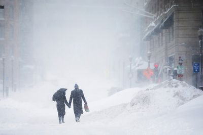 A couple walks hand-in-hand through the snow during a blizzard in Boston, Feb. 15, 2015. (BRIAN SNYDER/Reuters)