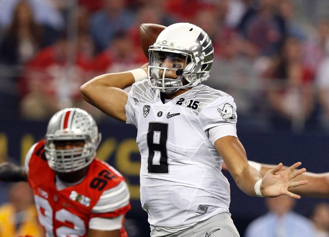 Oregon Ducks quarterback Marcus Mariota (8) throws a pass against the Ohio State Buckeyes in the 2015 National Championship Game at AT&T Stadium. (Matthew Emmons/USA TODAY Sports)