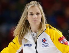 Manitoba skip Jennifer Jones watches her shot in her game against Prince Edward Island during the Scotties Tournament of Hearts in Moose Jaw, Saskatchewan, February 19, 2015. (REUTERS/Todd Korol)