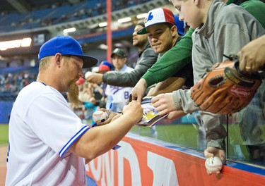 Adam Lind signing autographs during the baseball at the Olympic Stadium, Montr�al March 28th 2014.  JOEL LEMAY/AGENCE QMI