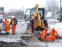 Traffic on King Street in Delhi in front of the Kentucky Fried Chicken outlet was tied up Thursday while a local contractor and Norfolk County public works employees tended to a broken water main. MONTE SONNENBERG / SIMCOE REFORMER