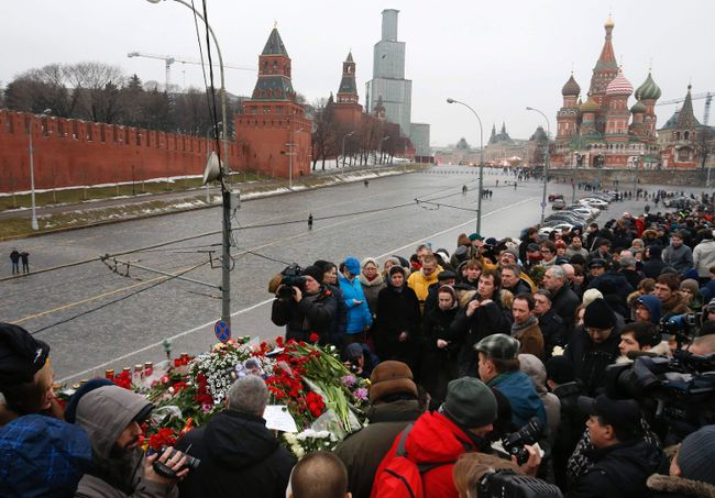 People gather at the site where Boris Nemtsov was recently murdered, with St. Basil's Cathedral and the Kremlin seen in the background, in central Moscow, February 28, 2015. (REUTERS/Sergei Karpukhin)