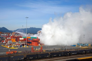 Smoke from a fire rises at the Port Metro Vancouver March 4, 2015.  (REUTERS/Ben Nelms)