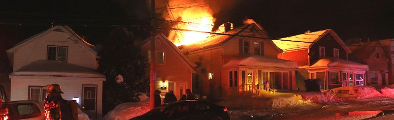 Fire broke out in a Sixth Avenue apartment house in Timmins around 5:30 Thursday morning. Timmins Times LOCAL NEWS photo by Len Gillis.