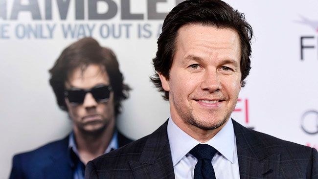 "Cast member Mark Wahlberg poses during the premiere of ""The Gambler"" in Los Angeles, California November 10, 2014.  REUTERS/Kevork Djansezian"