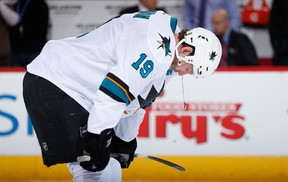 Joe Thornton of the San Jose Sharks warms up before the NHL game against the Arizona Coyotes at Gila River Arena on February 13, 2015 in Glendale, Ariz. (Christian Petersen/Getty Images/AFP)