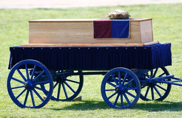 Richard III's coffin lies on a carriage during a religious service on the battefield at Bosworth, near Leicester, central England, March 22, 2015. Richard III's remains are being carried in procession through Leicestershire today on its way to the cathedral where they will be reburied. The body of Richard III, who died at the battle of Bosworth in 1485, was found under a car park in 2012.   REUTERS/Eddie Keogh