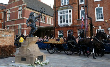 King Richard III's coffin arrives outside Leicester Cathedral, next to a statue of Richard III,  in Leicester, central England, March 22, 2015. Richard III's remains were carried in procession through Leicestershire today on its way to the cathedral where they will be reburied. The body of Richard III, who died at the battle of Bosworth in 1485, was found under a car park in 2012.    REUTERS/Darren Staples