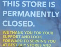Customers were greeted with this sign in the doorway of the Future Shop on Parkedale Avenue, notifying people of its closure. (JONATHON BRODIE/The Recorder and Times)