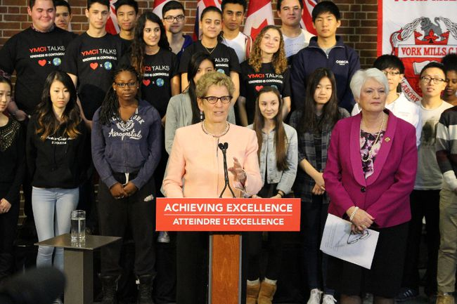 Ontario Premier Kathleen Wynne and Education Minister Liz Sandals meet with students at York Mills Collegiate in North York Wednesday April 1 2015. (Antonella Artuso​/Toronto Sun)