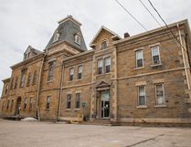The former jail/courthouse building on 3rd Ave. W. in Owen Sound. (NATHAN ZBEETNOFF FOR THE SUN TIMES)