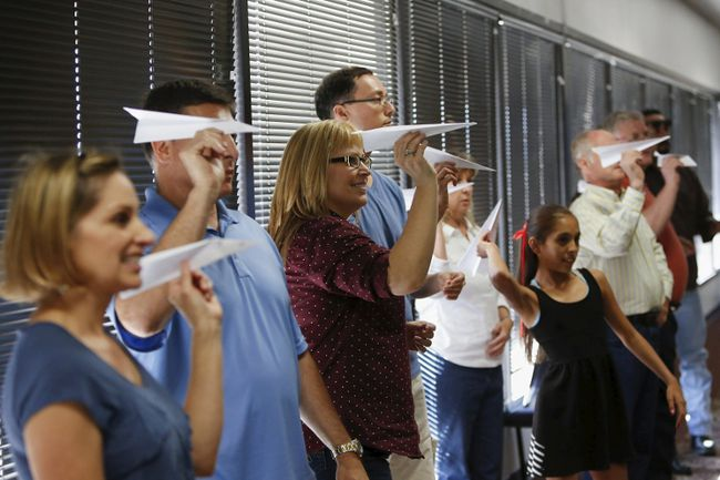 """Participants prepare to launch paper airplanes during Captain Ron Nielsen's """"Fearless Flying"""" class at Sky Harbor International Airport in Phoenix, Arizona April 4, 2015. REUTERS/Nancy Wiechec"""